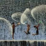 Csodálatos képek önfeledten játszó gyerekekről, a világ minden tájáról