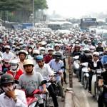 Átkelés a kaotikus vietnami utakon