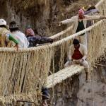 Függőhíd építése a perui Apurimac folyó felett