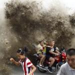 Megérkezett az árapály okozta árhullám a kínai Qiantang folyón