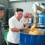 Photo: Kim Dzsong un, a mindig vidám gyárlátogató