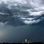 Egy ritka felhőtípus, az undulatus asperatus egy látványos time-lapse videón