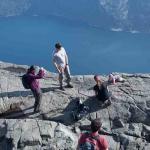 Felelőtlen babafotó egy 600 méteres sziklafal peremén