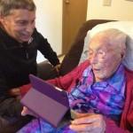 99 évesnek hazudta magát egy 114 éves néni, hogy regisztrálhasson a Facebookra