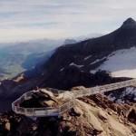 Megnyílt a világ első függőhídja, amely két hegycsúcsot köt össze