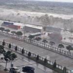 Cunamira emlékeztető óriás hullámok csaptak le Törökország tengerparti városára