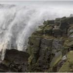 Visszafelé haladt egy vízesés az orkán erejű szél miatt