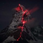 Különleges látvány – a kivilágított Matterhorn