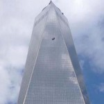 Ablakmosók ragadtak 250 méter magasban a One World Trade Center oldalán