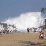 Elképesztő hullámfürdő egy Puerto Rico-i strandon