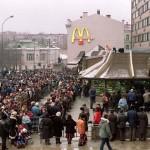 Kilométeres sorok kígyóztak az első moszkvai McDonald's nyitásakor