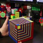 Nyolc óra alatt tudták csak kirakni a világ legnagyobb Rubik kockáját