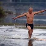 Egy shaolin szerzetes 118 méteres vízen futása