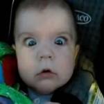 Így reagálnak a kisbabák ha alagúton mennek át