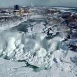Videón a befagyott Niagara vízesés