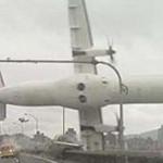 Folyóba zuhant egy utasszállító repülőgép szerdán Tajvanon