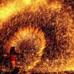 Olvasztott fém fröcskölésével ünnepelik Kínában az Holdújévet