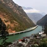 Photo: Elkészült Kína első, folyó felett haladó autópályája