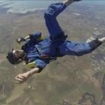Szabadesés közben ájult el egy ejtőernyős [Videó]