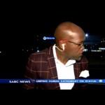 Másodpercekkel az élő adás előtt raboltak ki egy tévériportert Dél-Afrikában