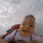 Jorge Tirado kilenc hónapos gyerekével szörfözött az óceánban