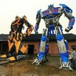 A Trasformers-sorozat ihlette, hatalmas figurák építésével keres milliókat egy kínai férfi