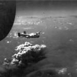 Így nézett ki Budapest bombázása egy amerikai repülőgép fedélzetéről