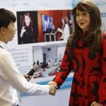 Mosolyog, pislog, mozgatja a száját az első kínai humanoid robot