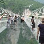 Hamarosan megnyílik a világ leghosszabb üvegpadlós hídja Kínában