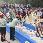 Több mázsa elefántcsont dísztárgyat semmisítettek meg Kínában