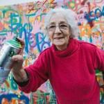 Nyugdíjasok graffitiznek Lisszabonban