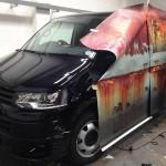 Photo: Álrozsdával borítottak be egy új autót, hogy védjék a tolvajoktól
