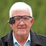 Bionikus szemet kapott egy makula-degenerációban szenvedő brit férfi