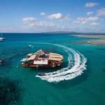 Különleges, úszó étterem a gyönyörű Fidzsi-szigetek partjainál