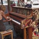 Photo: Már több millióan látták a csodálatosan zongorázó hajléktalan férfiről készült videót