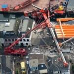Lakóházakra dőlt két daru Hollandiában