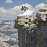 Extrém esküvőfotózás az 1500 méter magas Half Dome gránitszikla pereménél