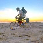 Extrém kihívás: 1800 kilométeres biciklitúra a Szahara sivatagában
