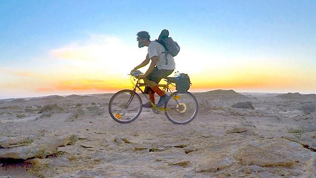 biciklizes-a-sivatagban