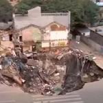Hatalmas kráter keletkezett vasútépítés közben egy kínai városban