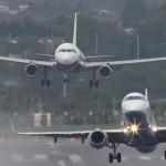 Szokatlanul közel került egymáshoz egy fel- és egy leszálló repülő [videó]