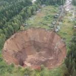Photo: Hatalmasra nőtt az oroszországi Szolikamszkben kialakult víznyelő