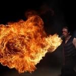 Látványos slow motion videó tűzfújókról