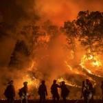 Menekülés a tűzvész elől – ilyen keresztülhajtani a kaliforniai erdőtűzön