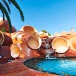 455 millió dollárért eladó Pierre Cardin híres buborékvillája