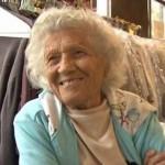 100 éves kora ellenére heti 6 napot dolgozik egy tisztítóban egy amerikai néni