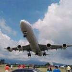 Néhány méterre szállt el az autósok felett egy landoló repülőgép