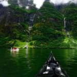 Varázslatos fotók – kajakozás a gyönyörű norvég fjordokon