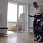 Robotlábat fejlesztettek ki, amely segítségével a mozgáskorlátozott emberek tolókocsi nélkül járhatnak