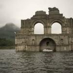 Előbukkant a víz alól egy régi templom Mexikóban